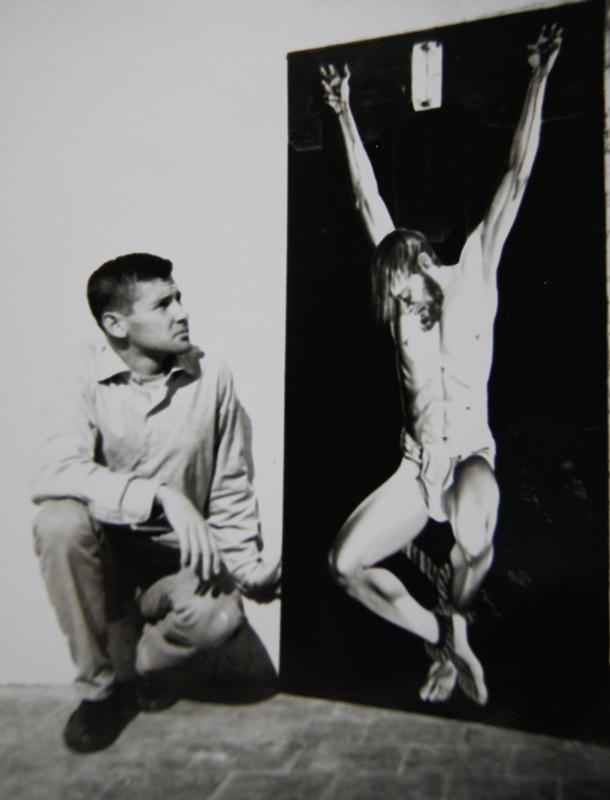 Juan-Cantabrana-con-16-anos-ante-uno-de-sus-cuadros.